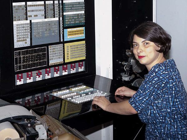 Photograph of Elisabetta Mori at the console of the last working ELEA 9003 in Tuscany.