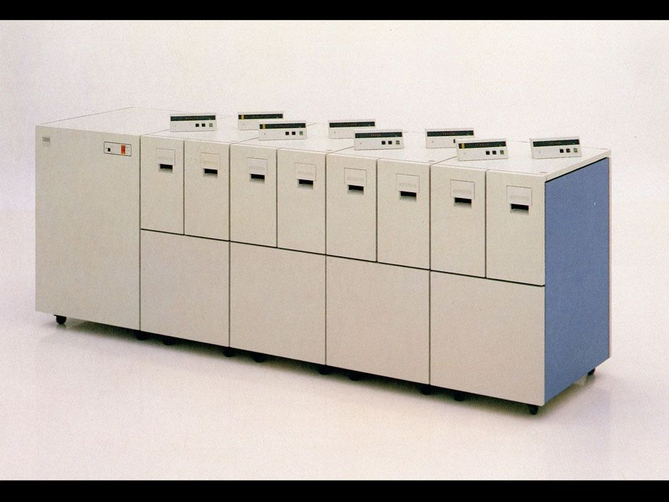 <b>1984:</b> Introduction of thin-film head technology (IBM 3480) and of the 4-by-5-inch cartridge.