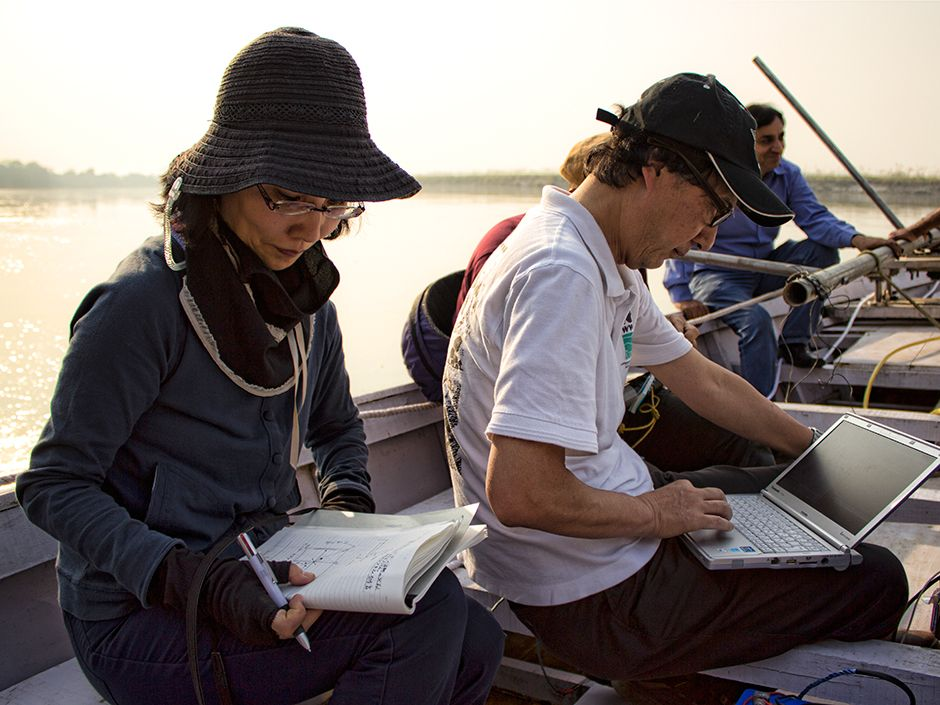 Sonar engineer Harumi Sugimatsu [left] of the University of Tokyo leads a team studying the dolphins in northern India. The dolphins, which are nearly blind, navigate the muddy river by echolocation, sending out streams of ultrasonic clicks. <br/>