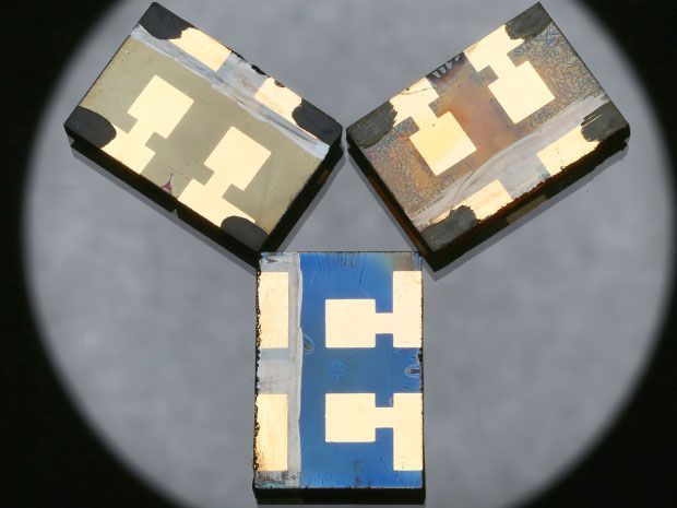Perovskite solar cells made with vacuum-flash that surpass 20% efficiency.