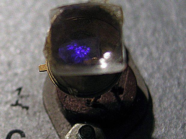Ко је први успео да направи плави LED?