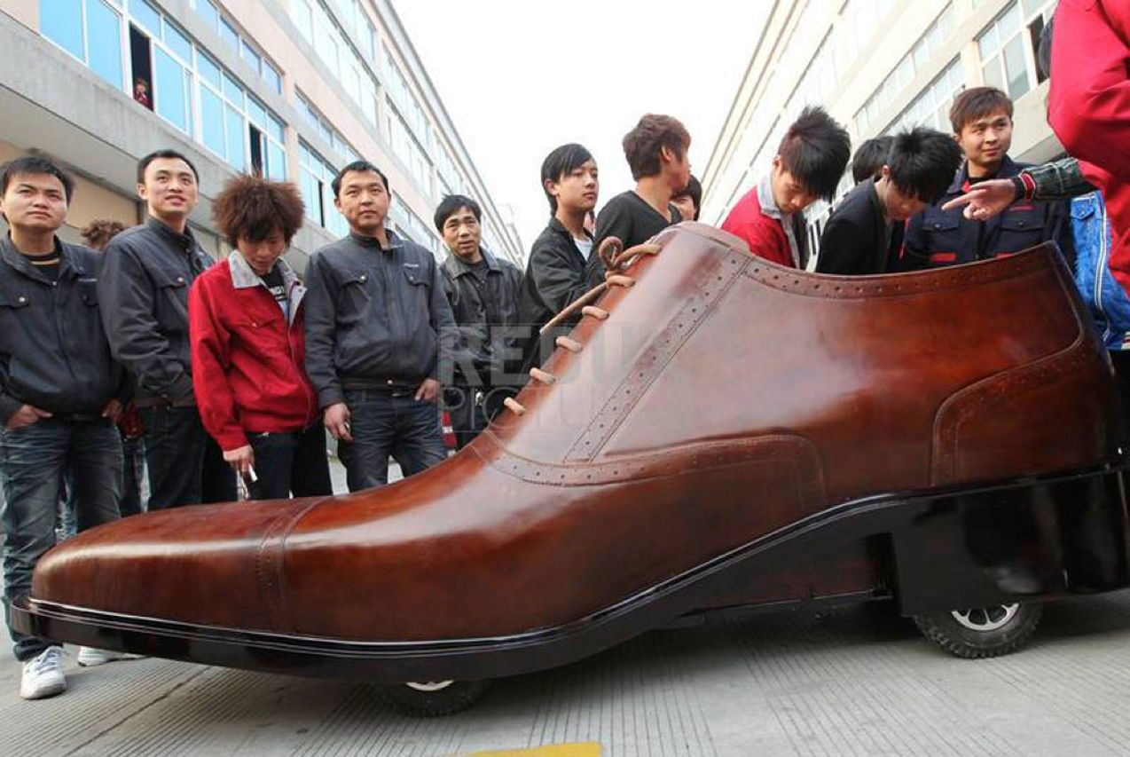 Now we know what the little old lady who lived in a shoe drove to the market. This stylish cap-toe electric car can go 400 kilometers between charges of its battery pack. AoKang, the Chinese footwear company that designed and built it, plans to produce 40 of the drivable dress shoes, which have a top speed of 30 km per hour.