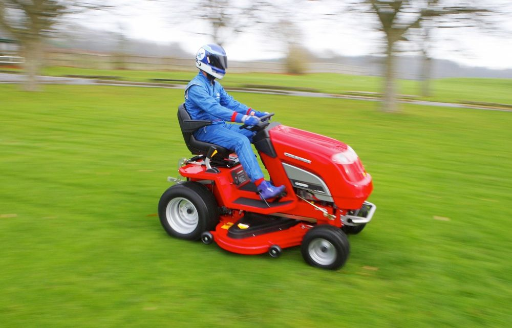 Neighbors commonly compete over who has the greener lawn. But for Don Wales, who intends to break the current lawnmower land speed record of 130 kilometers per hour (80.7 miles per hour) in February, he who cuts fastest wins. Wales's machine, dubbed Project Runningblade, will make the high-speed dash on sand but must then prove capable of actually cutting grass.