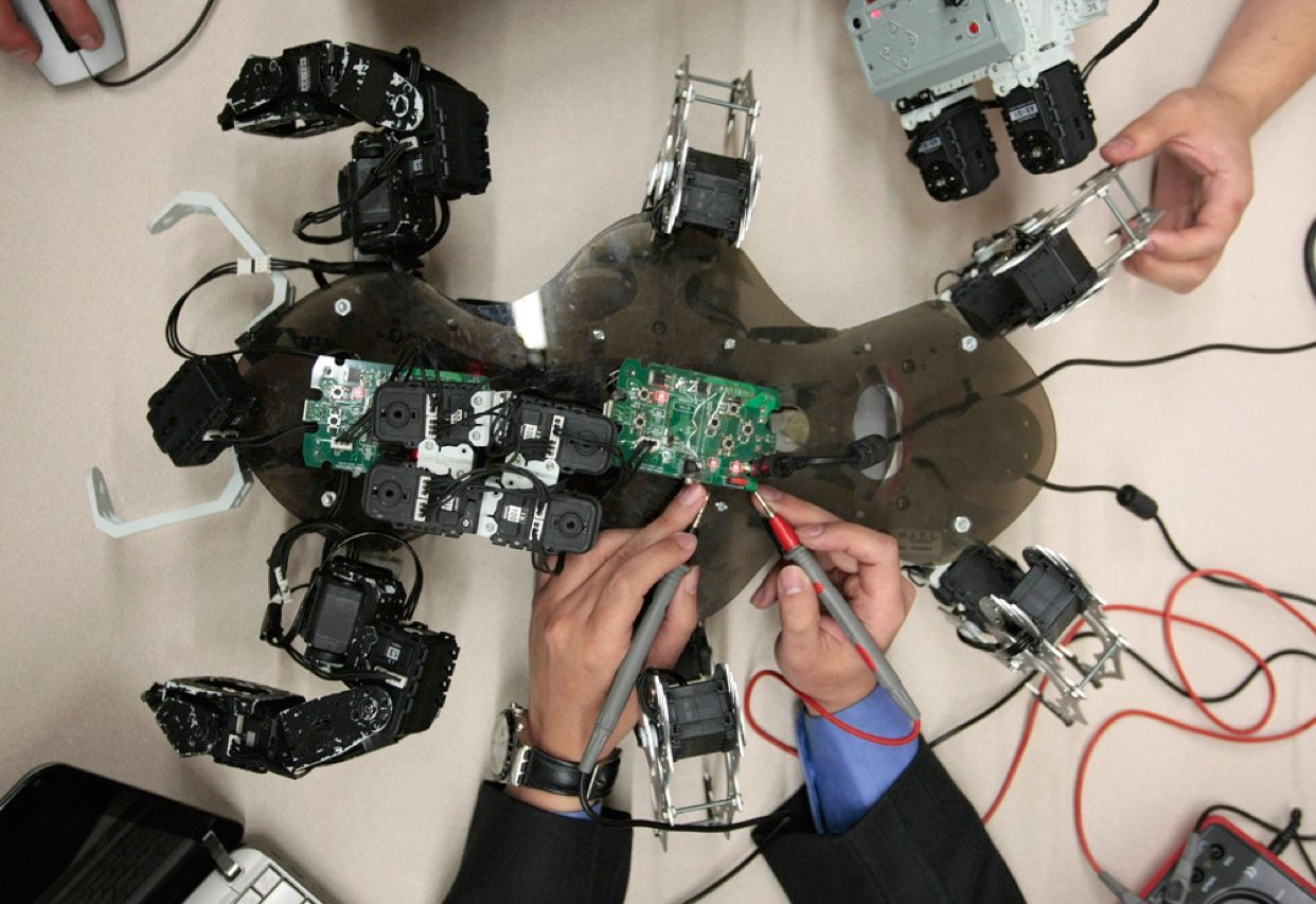 This image, which at first glance could be mistaken for a photo of an alien autopsy, actually shows engineers from the Universidad de Bogotá Jorge Tadeo Lozano, in Colombia, fine-tuning a robot designed to detect antipersonnel land mines.