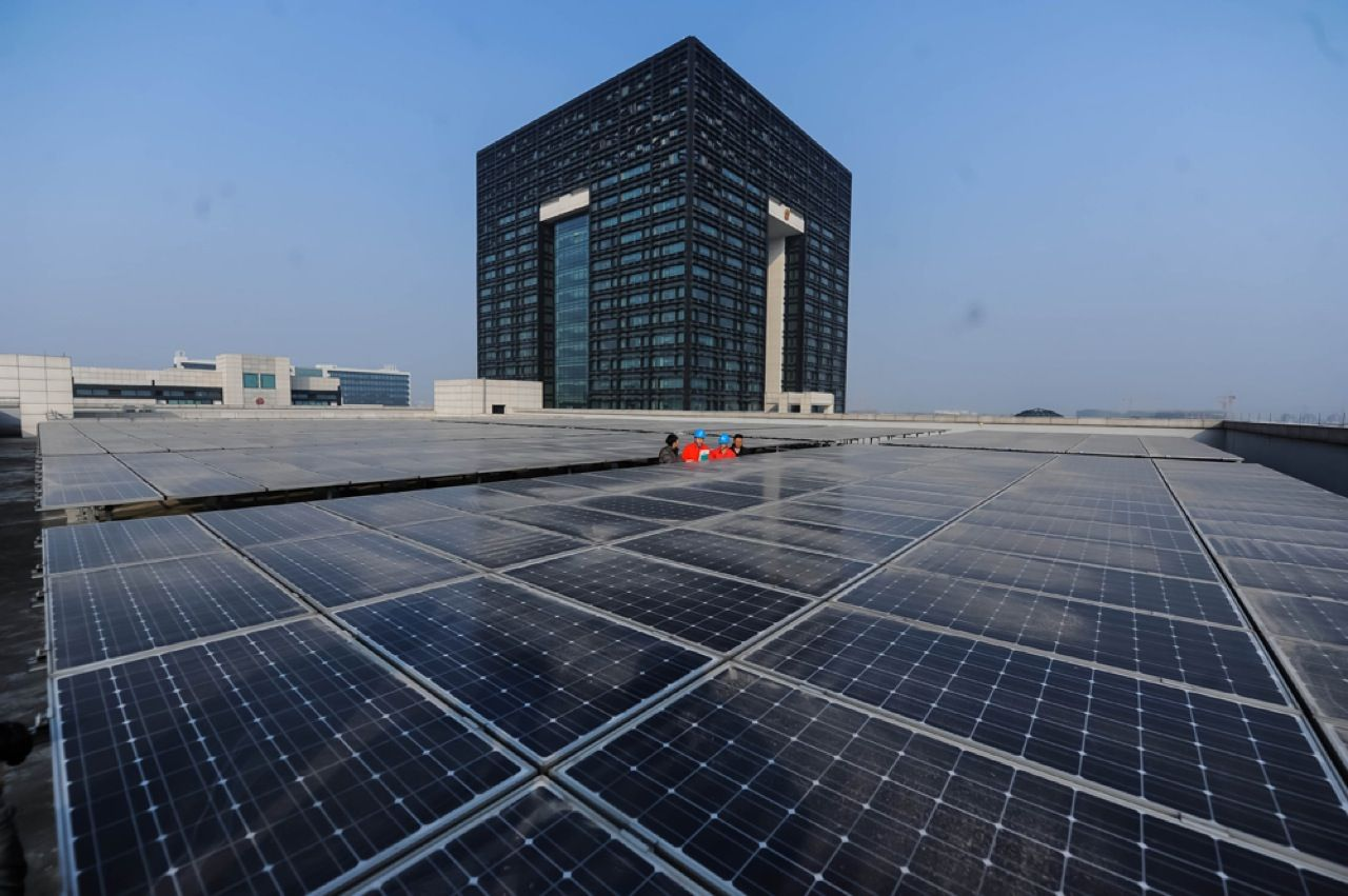 Powering this government office building in Huzhou, China, with green energy was not a token gesture. Nearly 1650 photovoltaic panels, covering an area of more than 5000 square meters, have been installed on its roof. The solar panels generate an estimated 320 000 kilowatt-hours of energy each year.