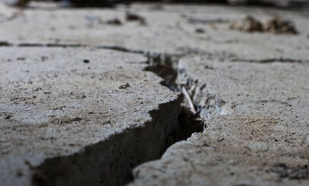 Image of large crack in concrete.