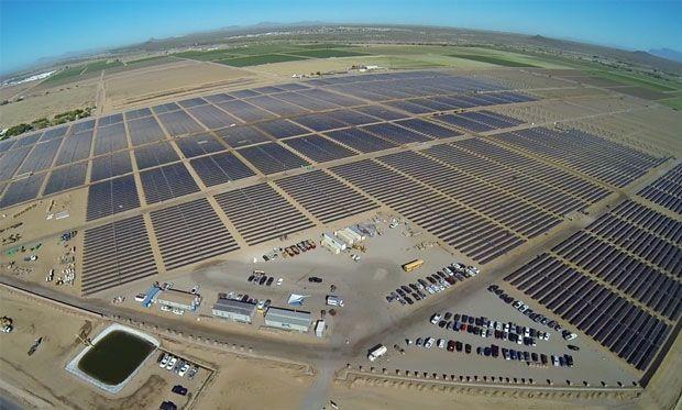 Image of the solar panels at a solar farm in Arizona.