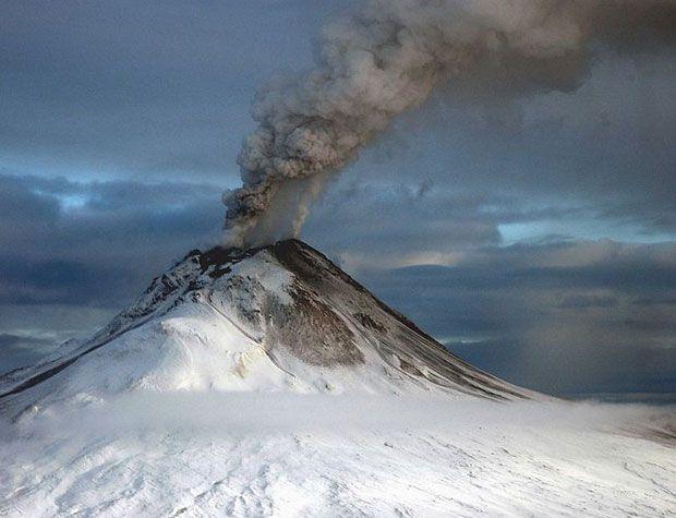 Tracking Sulfur Dioxide Pollution: Cherchez la (Gas) Plume