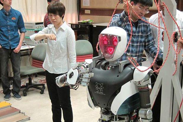 Humanoid Robot Demonstrates Sign Language
