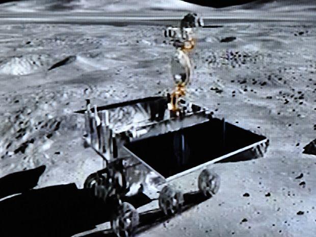 "China's ""Jade Rabbit"" Moon Rover Faces Premature End"