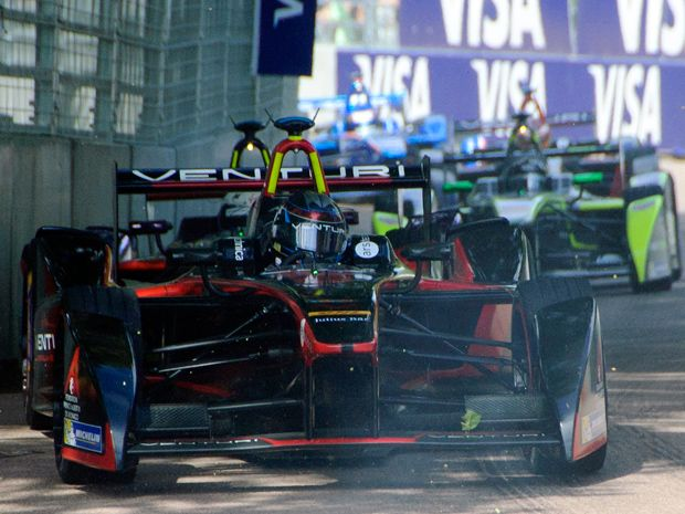 Formula E Ends First Season Wheel-to-Wheel