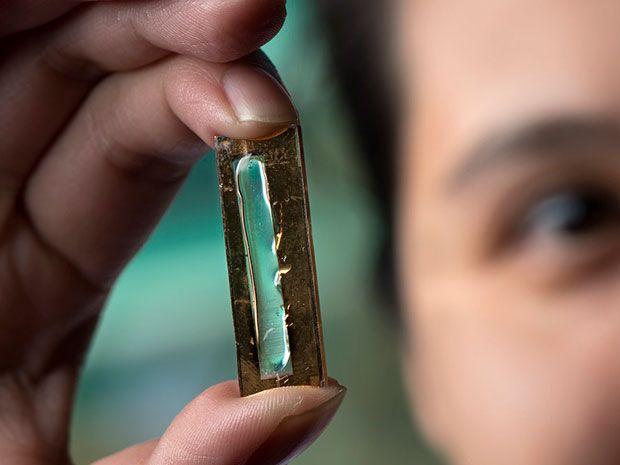 Plexiglass Gel Boosts Nanowire Battery Lifespan