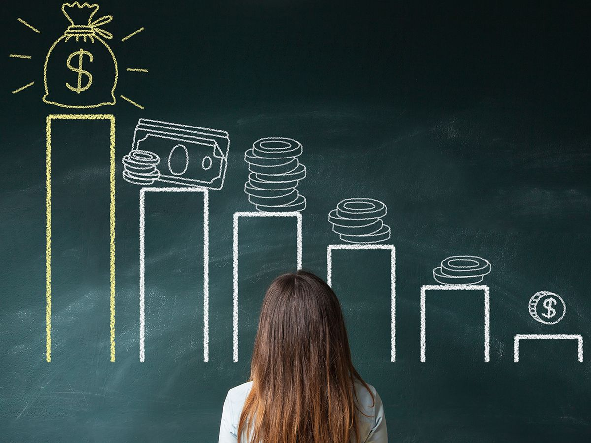 Photograph of a woman standing in front of a graph of salaries.