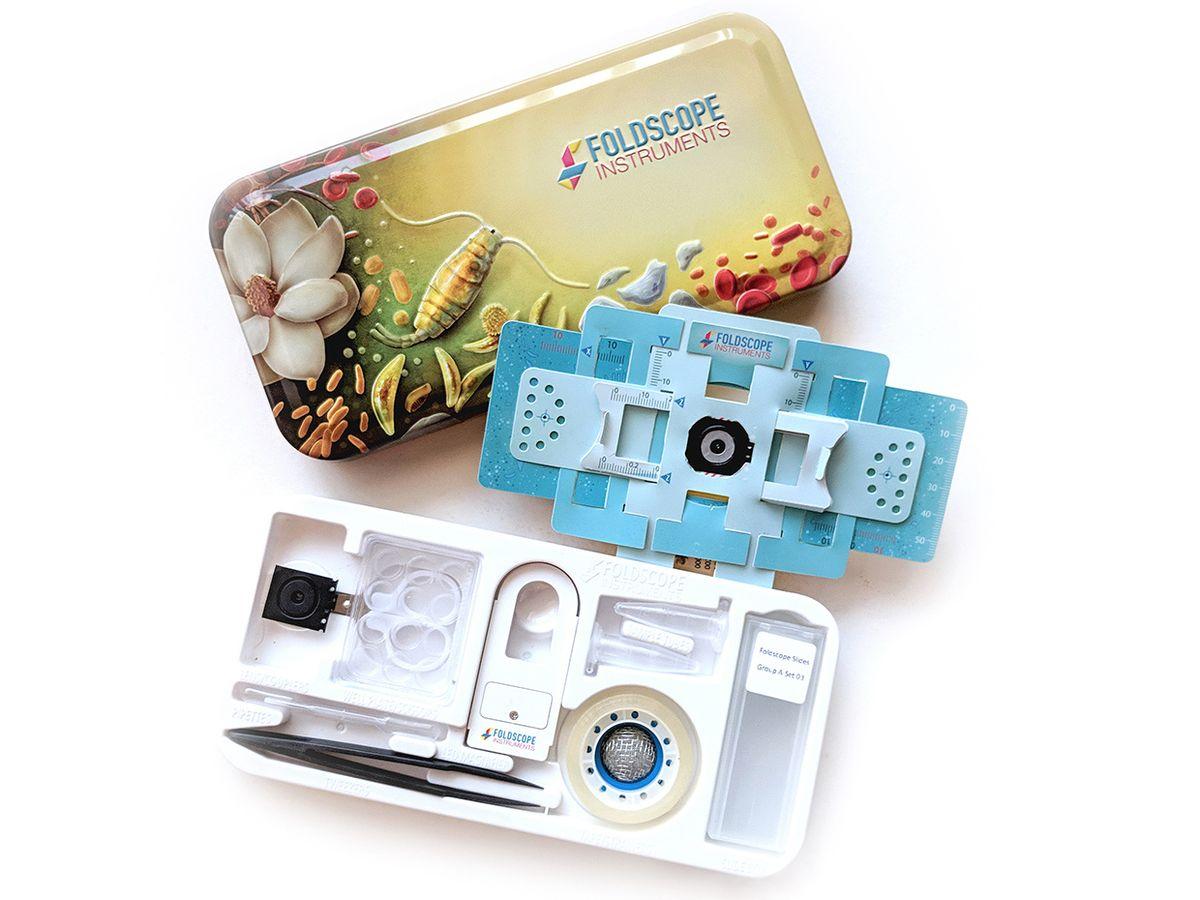 Photo of the deluxe Foldscope kit.