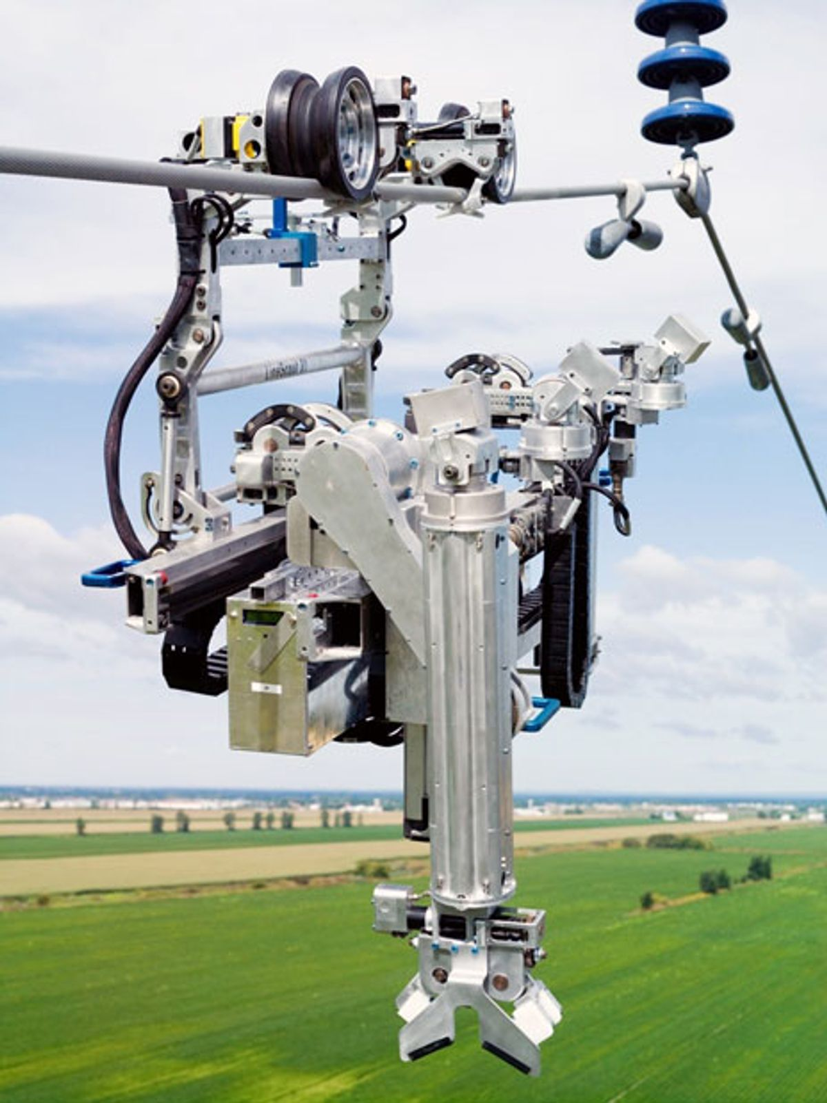 LineScout Robot Climbs on Live Power Lines to Inspect Them