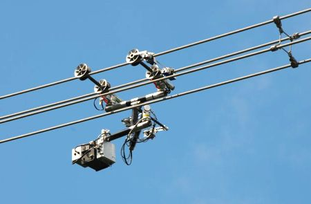 Watch This Robot Crawl on a High-Voltage Power Line