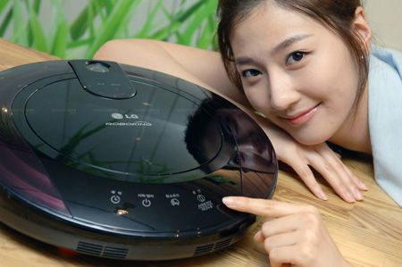 LG's New RoboKing Vacuum Can Now Explain Its Failures
