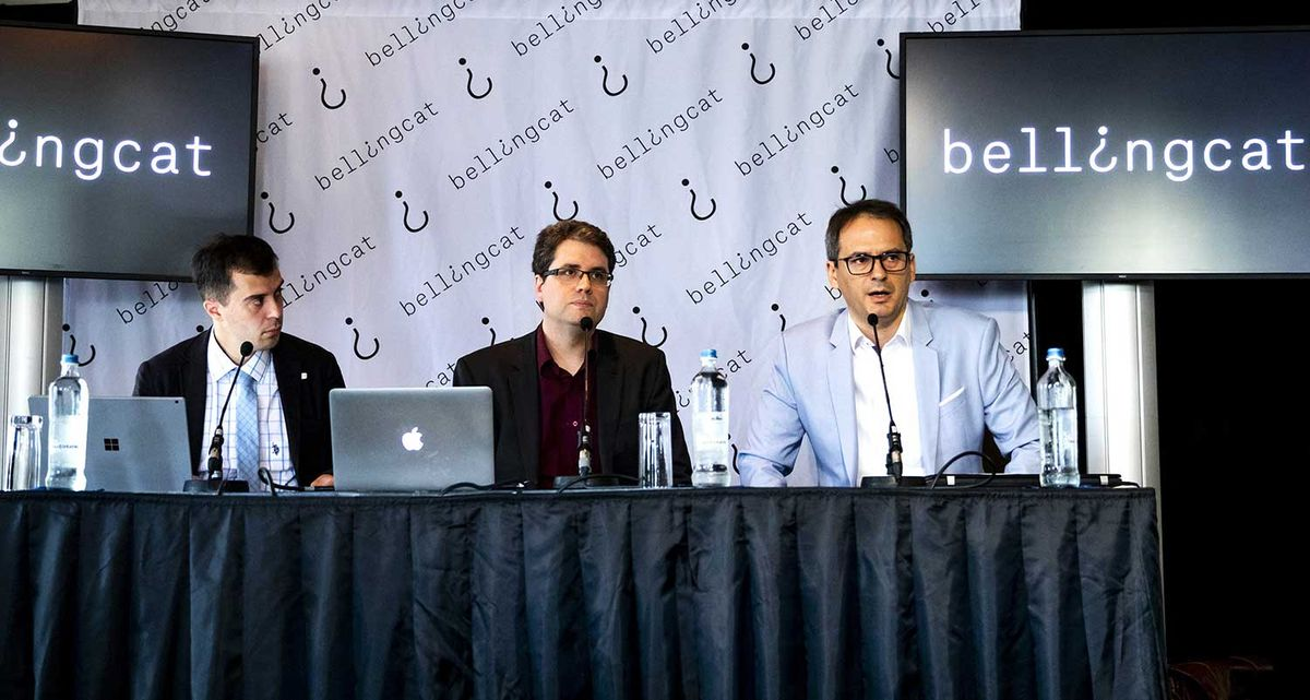 Eliot Higgins (C), founder of online investigation group Bellingcat, addresses a press conference on findings in research on Malaysia Airlines flight MH17 in Scheveningen, The Netherlands, on May 25, 2018.