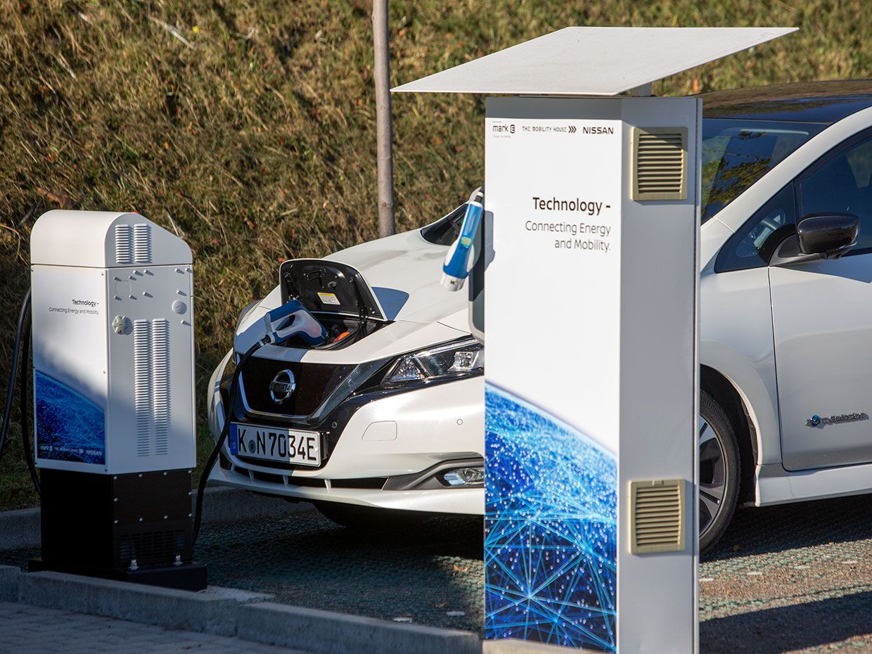 Nissan Leaf 'filling up' at a CHAdeMO standard charger.