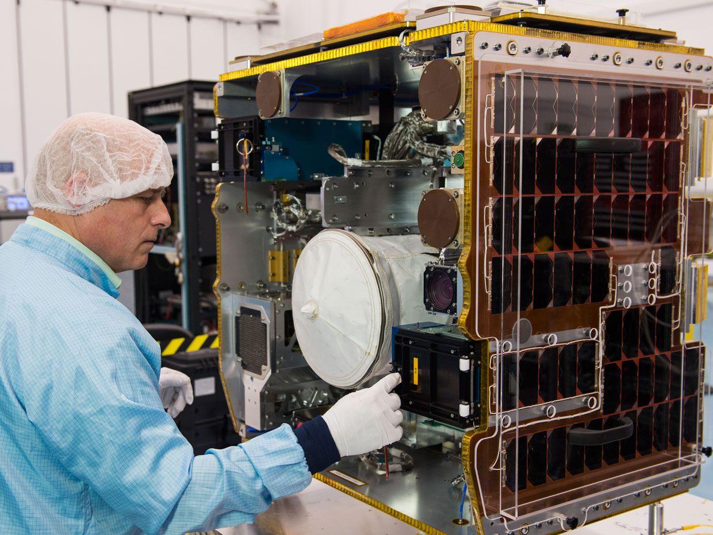 Photo: Equinox Graphics/Surrey Space Centre/University of Surrey