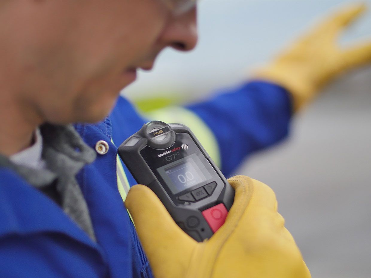 Photo of a worker checking a message on the Blackline Safety G7.