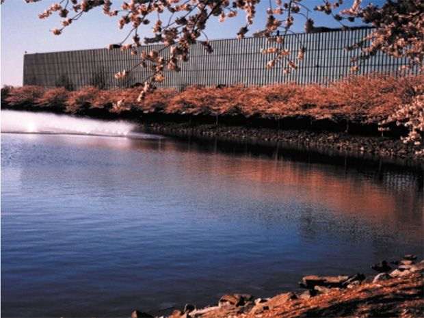 photo of Bell Labs facility in Holmdel, N.J