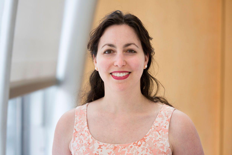 Photo of Lisa Lazareck-Asunta