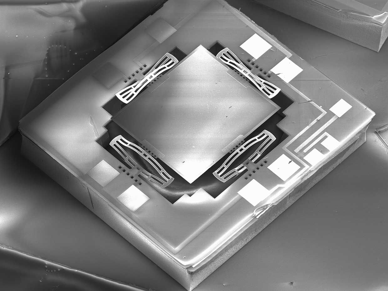 Scanning electron microscope image of a MEMS mirror.