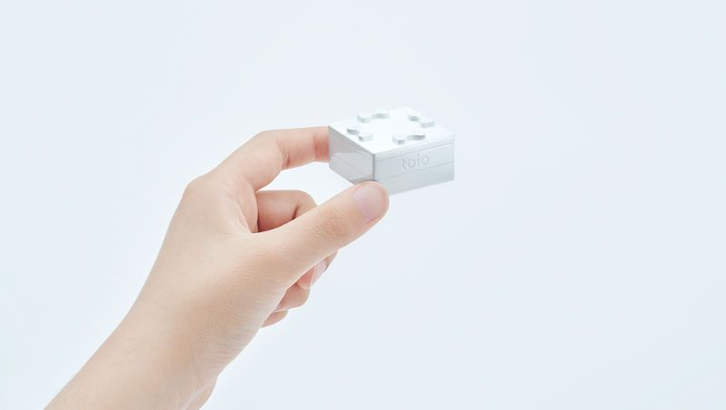 Sony's Toio robot cubes, console, and controller rings.