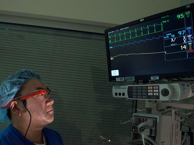 Surgeon viewing Pristine software