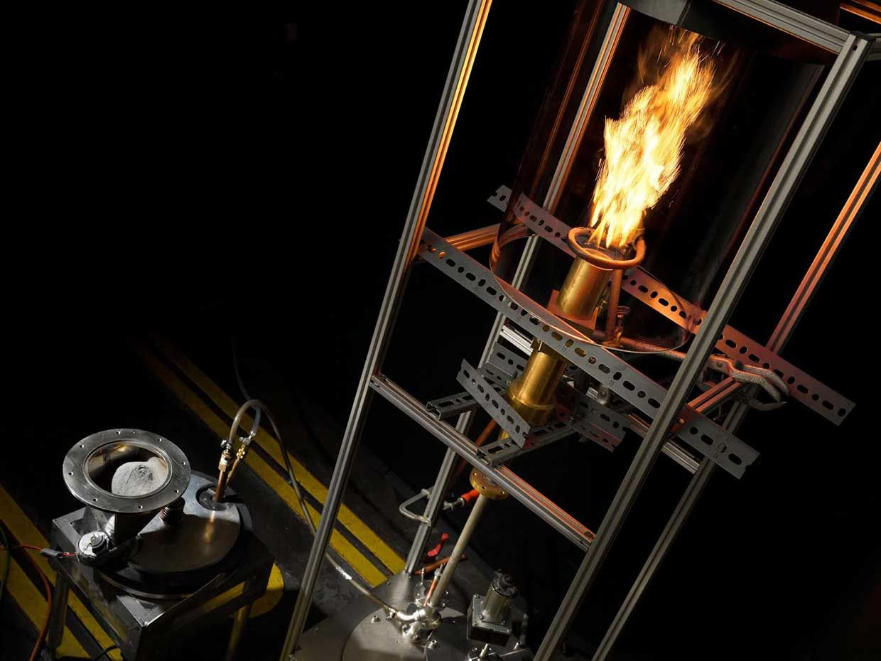 The iron powder burns, producing a high temperature flame. This fuel generates no CO2 emissions, and the residual product – rust - can be fully recycled.