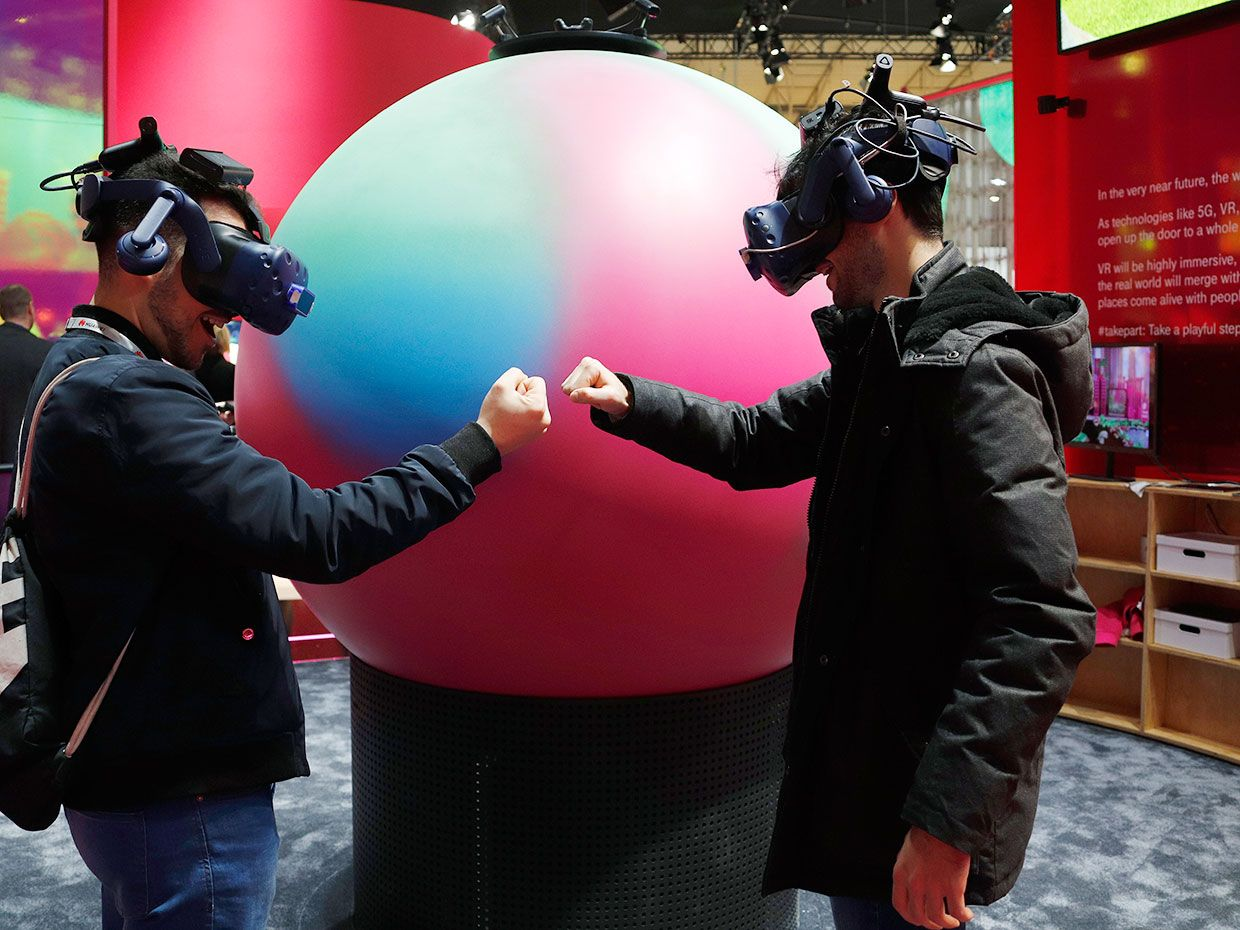 Visitors to MWC Barcelona test VR glasses with Deutsche Telekom's Hyperglobe.